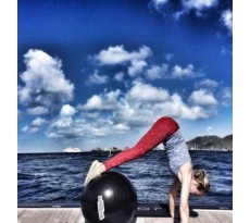 Как Ксении Собчак лосины помогли в йоге? Ƹ̴Ӂ̴Ʒ